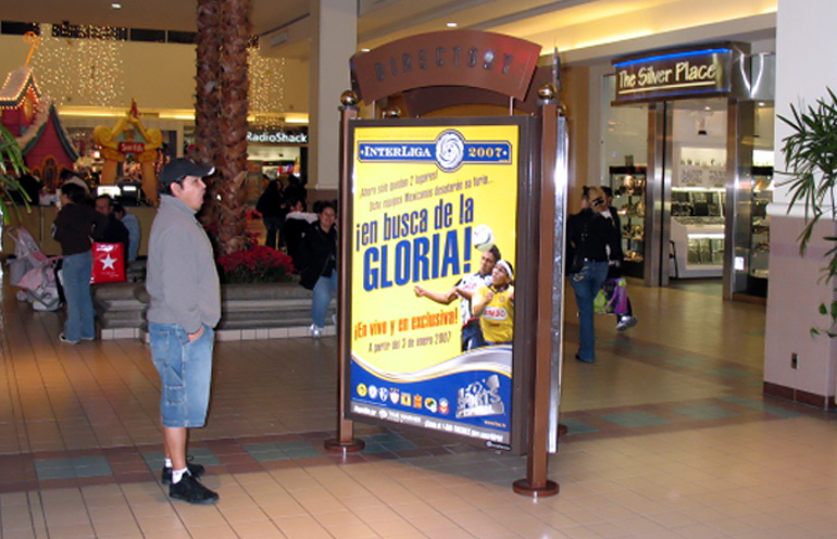 Image of mall advertising used to reach a Hispanic audience